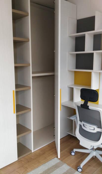 L'armadio CORNER: Camera da letto in stile  di Spaziojunior