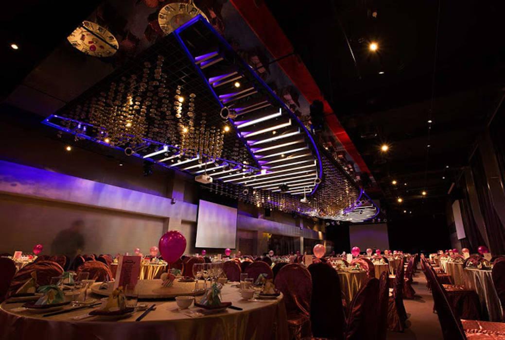 Hotel Orchard Park 桃禧航空城酒店:  屋頂 by 騰龘空間設計有限公司, 現代風