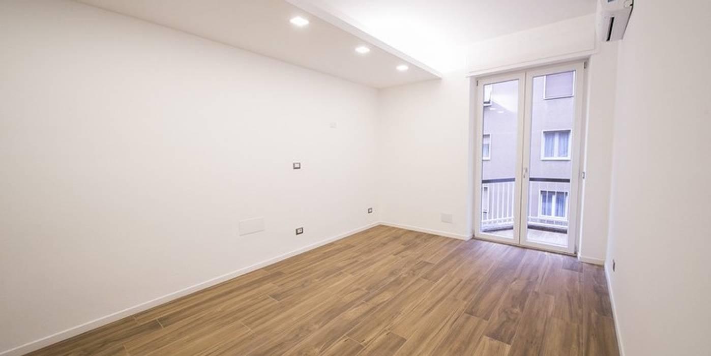Sala in gres porcellanato effetto legno 20x120 serie Classica: Pavimento in stile  di WEBTILES CERAMICHE