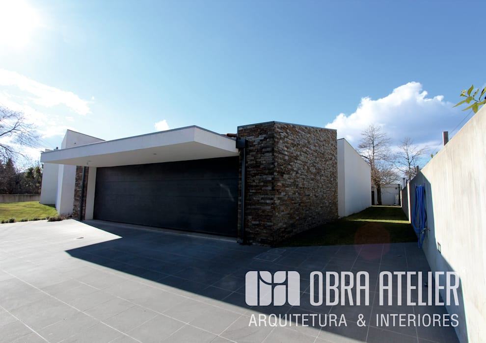 von OBRA ATELIER - Arquitetura & Interiores Rustikal Stein