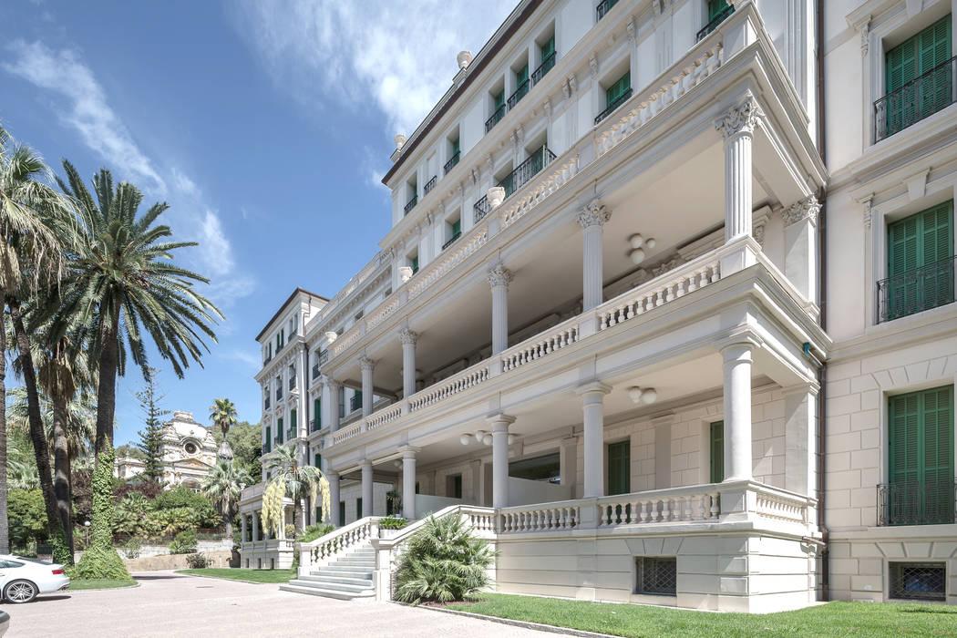 Interior design of a residence on Italian Riviera: Giardino in stile in stile Classico di NG-STUDIO Interior Design