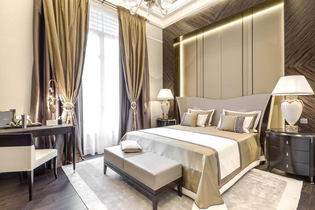 The main idea of this interior is a contrast. Contrast of forms, materials and tones. Interior design of a private residence near Monte-Carlo: Camera da letto in stile in stile Eclettico di NG-STUDIO Interior Design