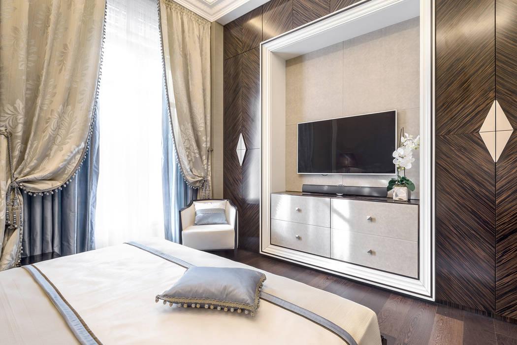 A Combinaion of a traditional and contemporary styles in the interior of a private residence on Italian Riviera: Camera da letto in stile  di NG-STUDIO Interior Design