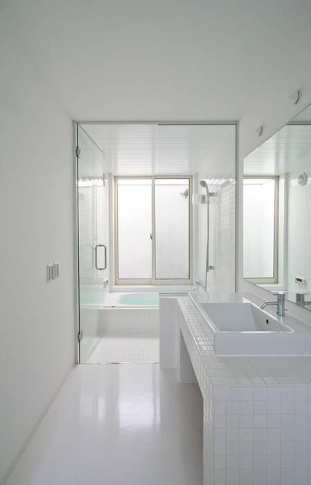 Minimalist style bathroom by 石川淳建築設計事務所 Minimalist