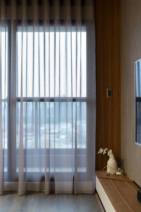 Salas de estar escandinavas por Moooi Design 驀翊設計 Escandinavo