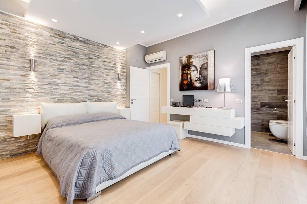Camera Da Letto Stile Minimalista : Fleming minimal design: camera da letto in stile di ef archidesign