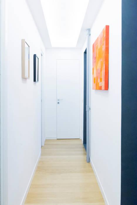 Il secondo corridoio: Ingresso & Corridoio in stile  di VITAE DESIGN studio di architettura