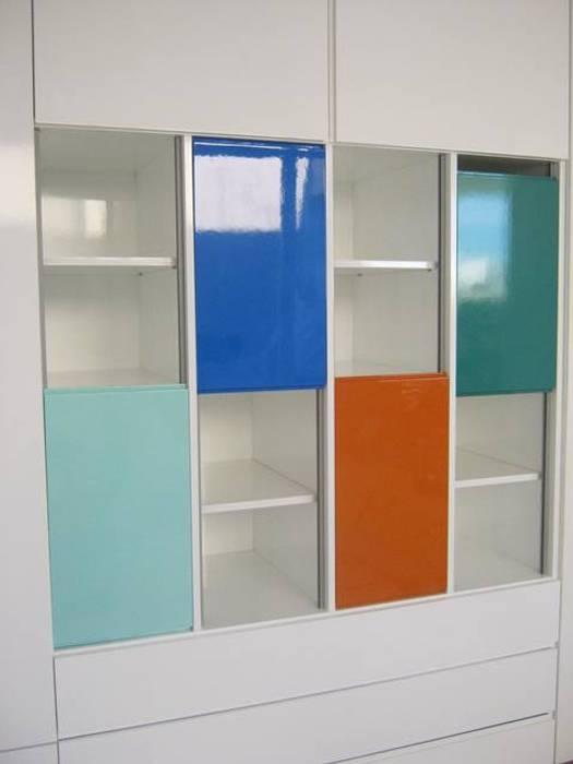 Estudios y oficinas de estilo moderno por Romina Sirianni