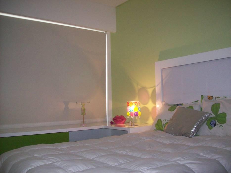 Dormitorios de estilo moderno de Romina Sirianni Moderno