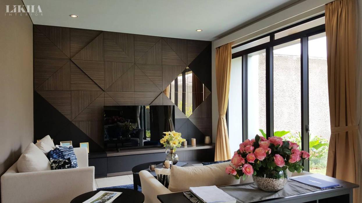 Ruang Tamu (Lantai 1):  Ruang Keluarga by Likha Interior