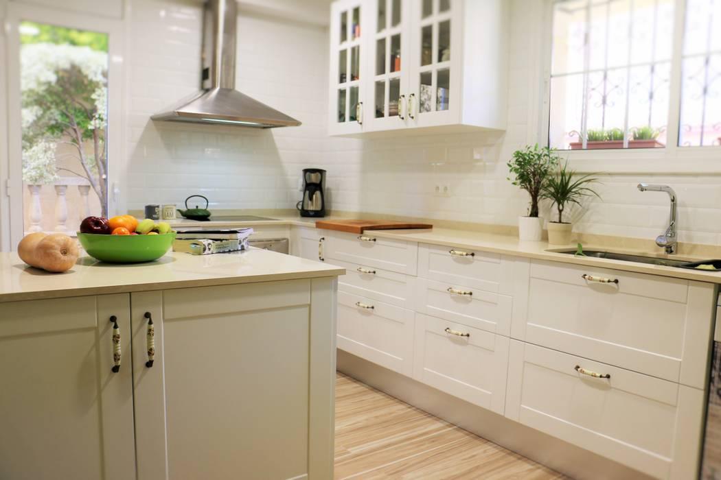 REFORMA INTEGRAL DE COCINA : Cocinas integrales de estilo  de KIBAC DISSENY SL