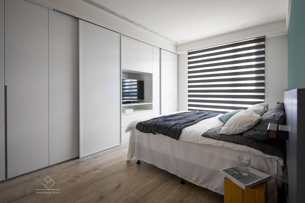 電視櫃:  臥室 by 極簡室內設計 Simple Design Studio