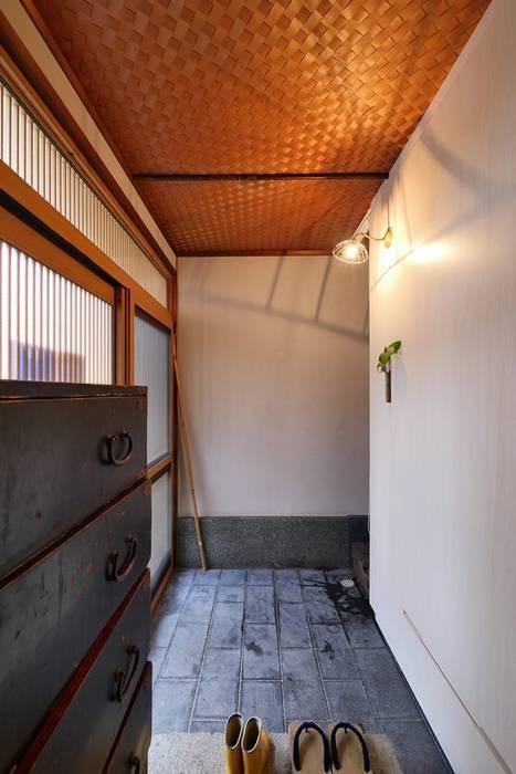 みゆう設計室 Asian style corridor, hallway & stairs