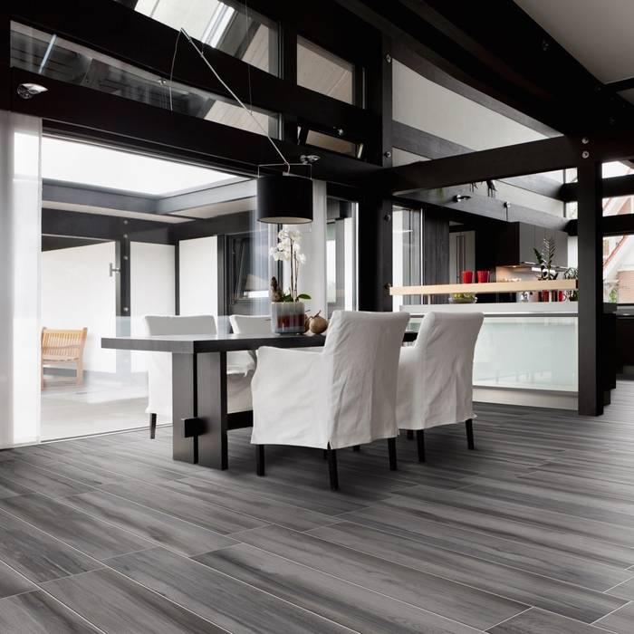 Garda, il gres effetto legno dai colori alternativi: Pavimento in stile  di WEBTILES CERAMICHE