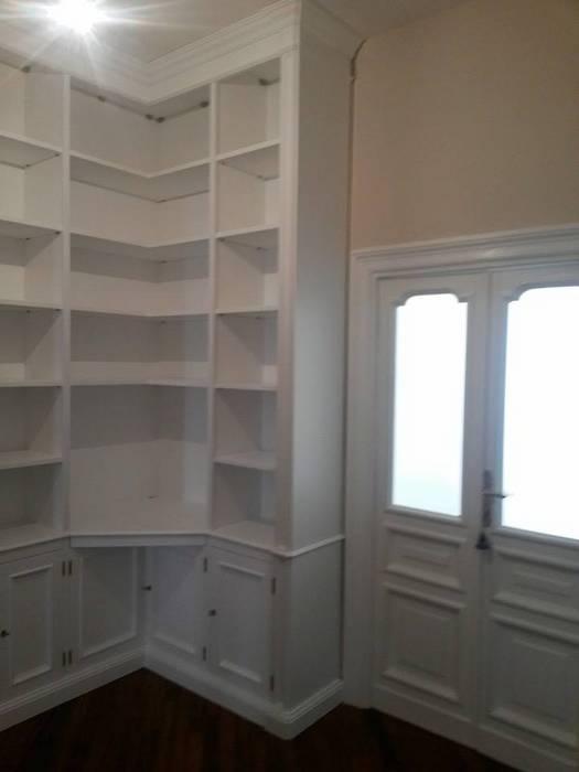 Librerie su Misura in Legno: Ingresso & Corridoio in stile  di Falegnameria Grelli Danilo