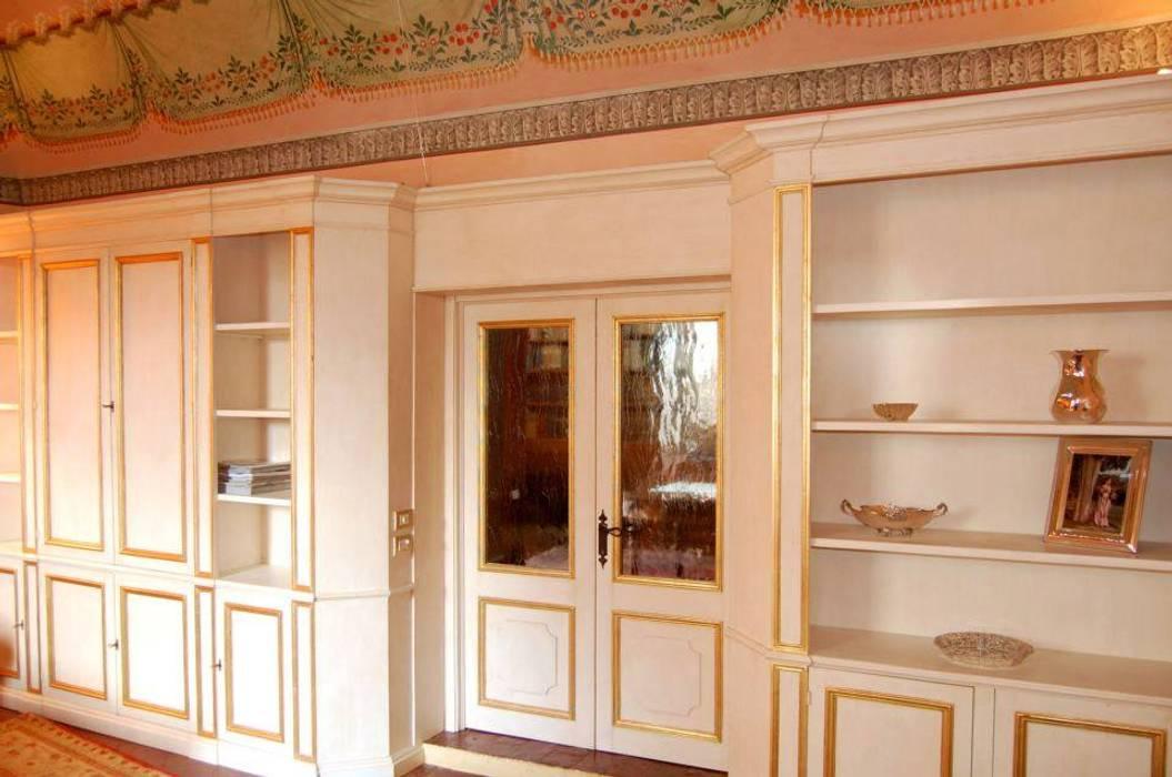 Librerie su Misura in Legno: Sala da pranzo in stile  di Falegnameria Grelli Danilo