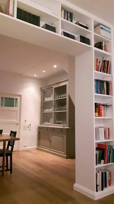 Librerie su Misura in Legno: Scale in stile  di Falegnameria Grelli Danilo