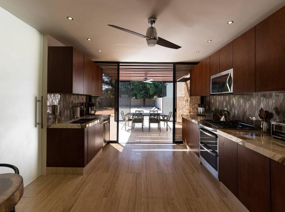 Cocina : Cocinas de estilo  por Alberto Zavala Arquitectos,