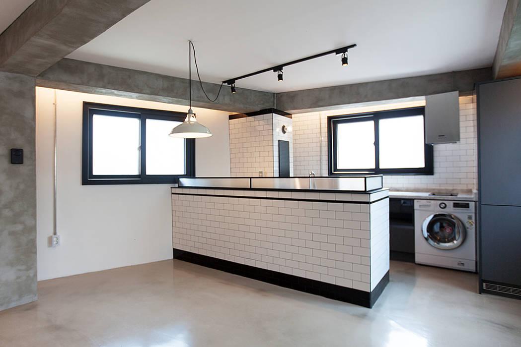 원룸도 멋진 주거공간이 될 수 있다. 미우가 디자인 스튜디오 인더스트리얼 다이닝 룸