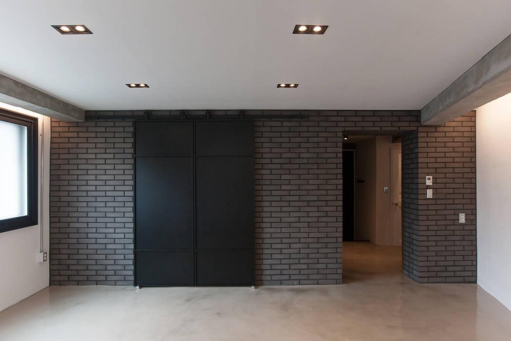 원룸도 멋진 주거공간이 될 수 있다.: 미우가 디자인 스튜디오의  거실,인더스트리얼