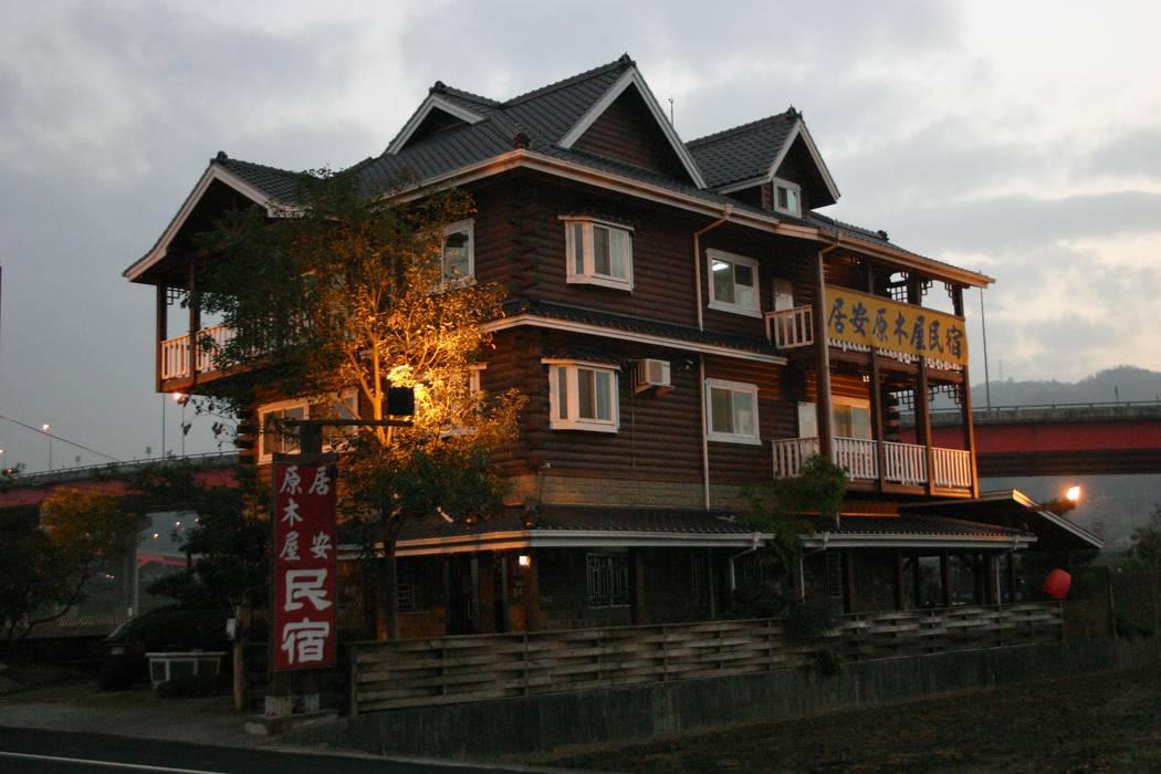 叁層樓木構造建築:  層疊式原木屋 by 安居屋有限公司