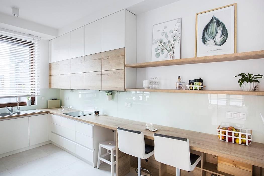 Urok naturalnego drewna: styl , w kategorii Kuchnia zaprojektowany przez Perfect Space