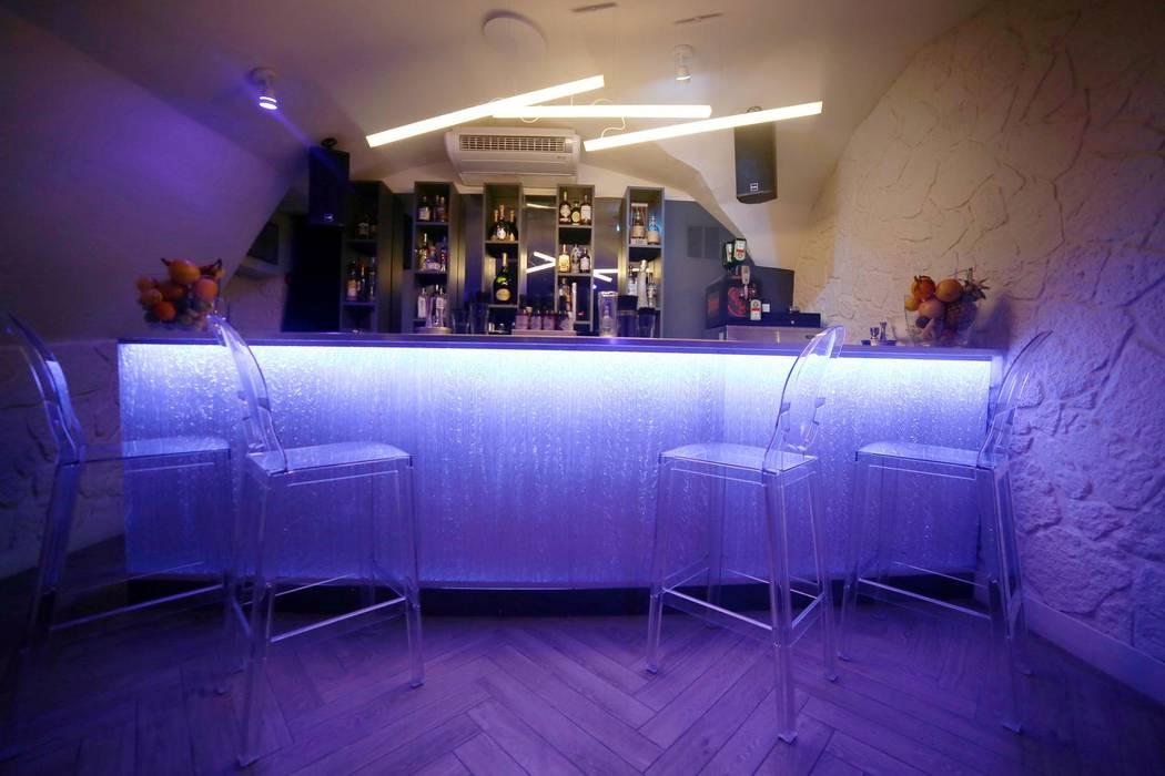 La partie sous-sol: Bars & clubs de style  par Clo - Architecture & Design