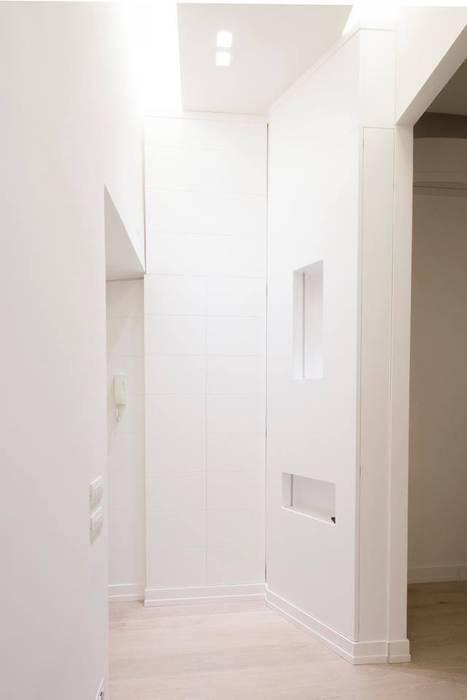 Armadio ingresso: Ingresso & Corridoio in stile  di Falegnameria Grelli Danilo