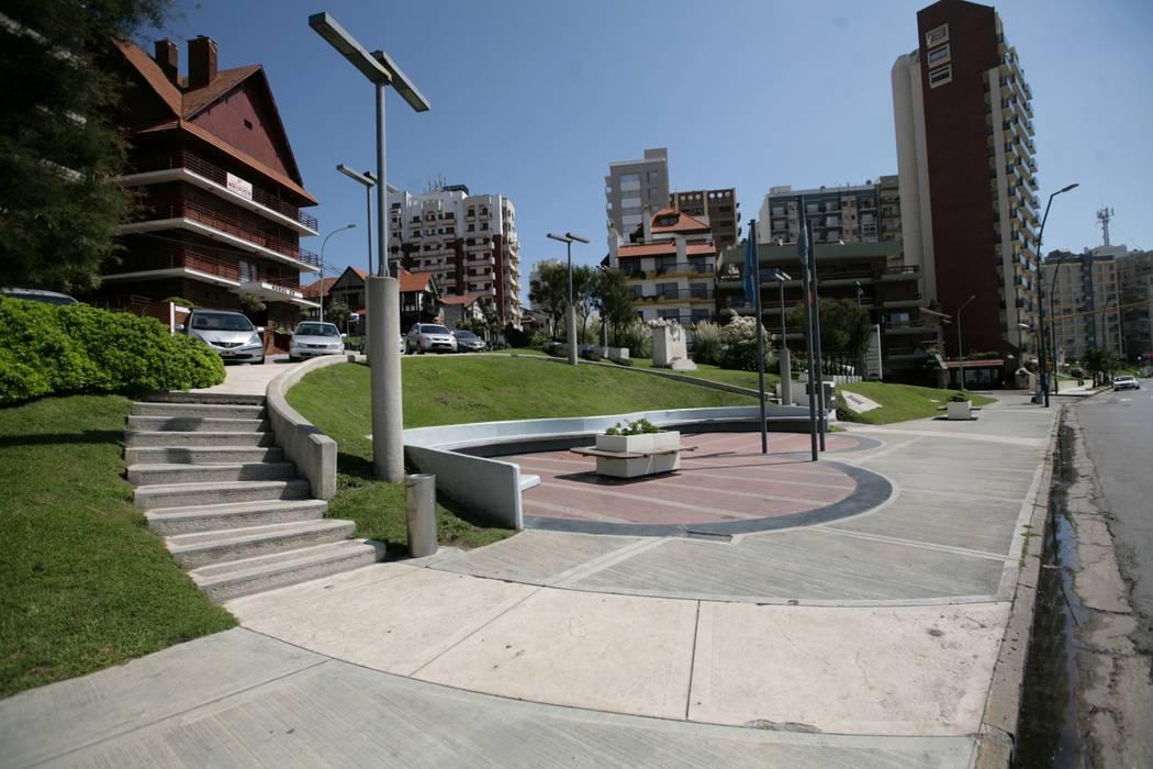 Plazoleta Alberto del Solar : Jardines de estilo moderno por Vivero Antoniucci S.A.