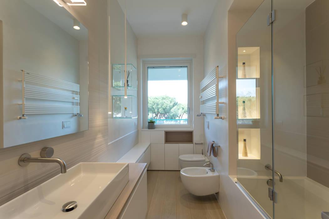 Baños de estilo moderno de MAMESTUDIO Moderno