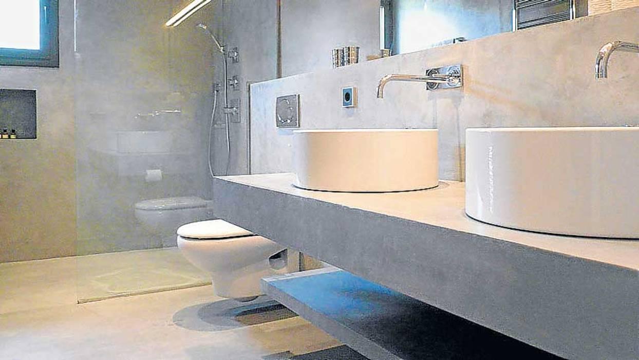 Baños en Microcemento: Baños de estilo  de BauDesign