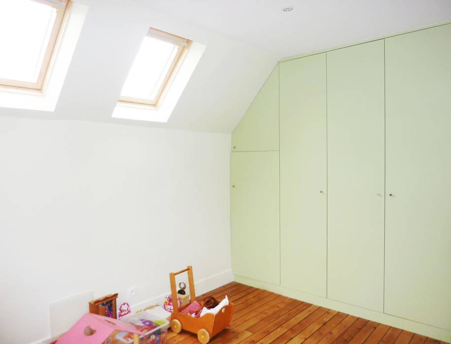 Rénovation chambres enfants: Chambre de style de style Rustique par Optiréno