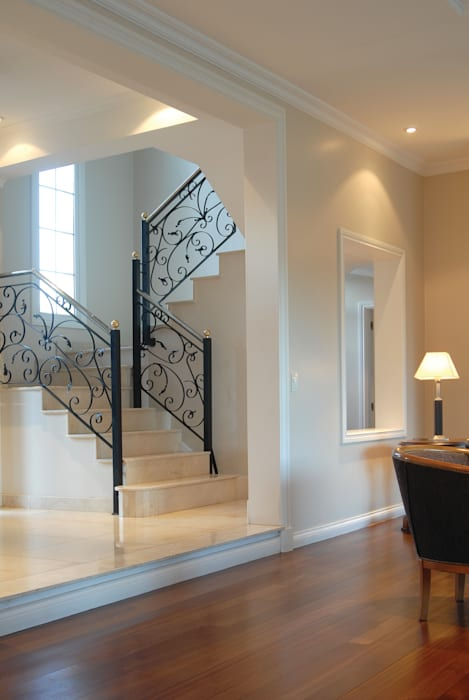 Estilo Francés: Escaleras de estilo  por CIBA ARQUITECTURA