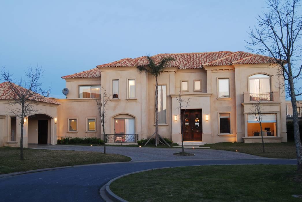 Single family home by CIBA ARQUITECTURA,