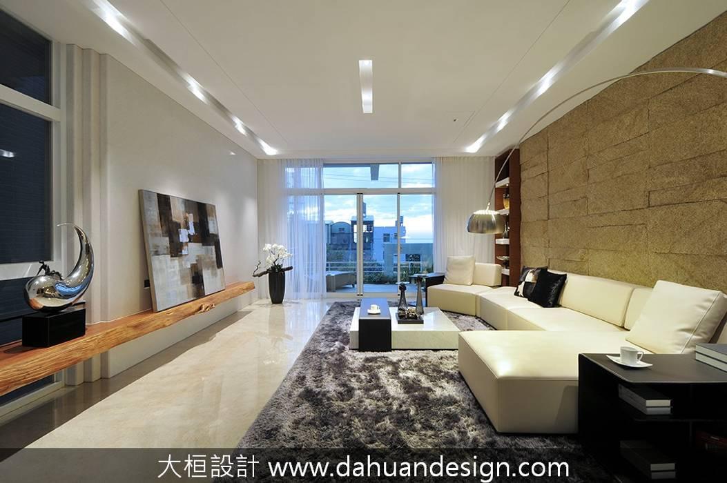 Salas de estilo moderno de 大桓設計顧問有限公司 Moderno Mármol