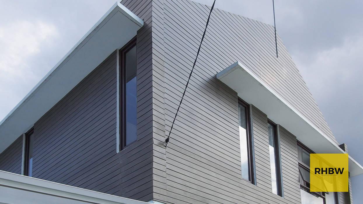 Detail Luar Rumah Dinding & Lantai Gaya Industrial Oleh RHBW Industrial