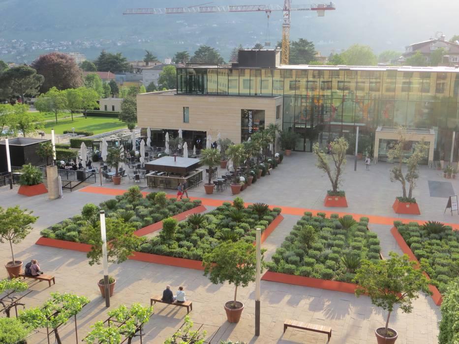 Merano Flower Festival: Giardino in stile  di MASSIMO SEMOLA PROGETTAZIONE GIARDINI MILANO