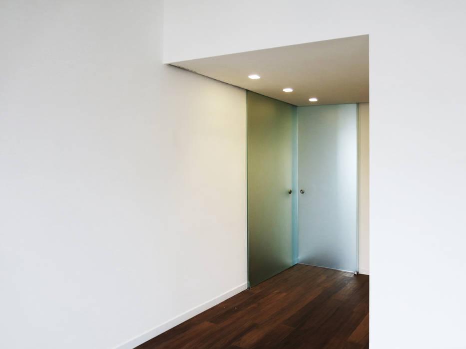 Ingresso: Ingresso & Corridoio in stile  di bottegaarchitettonica