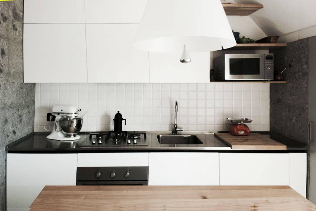 Cucina: Cucina in stile in stile Moderno di bottegaarchitettonica