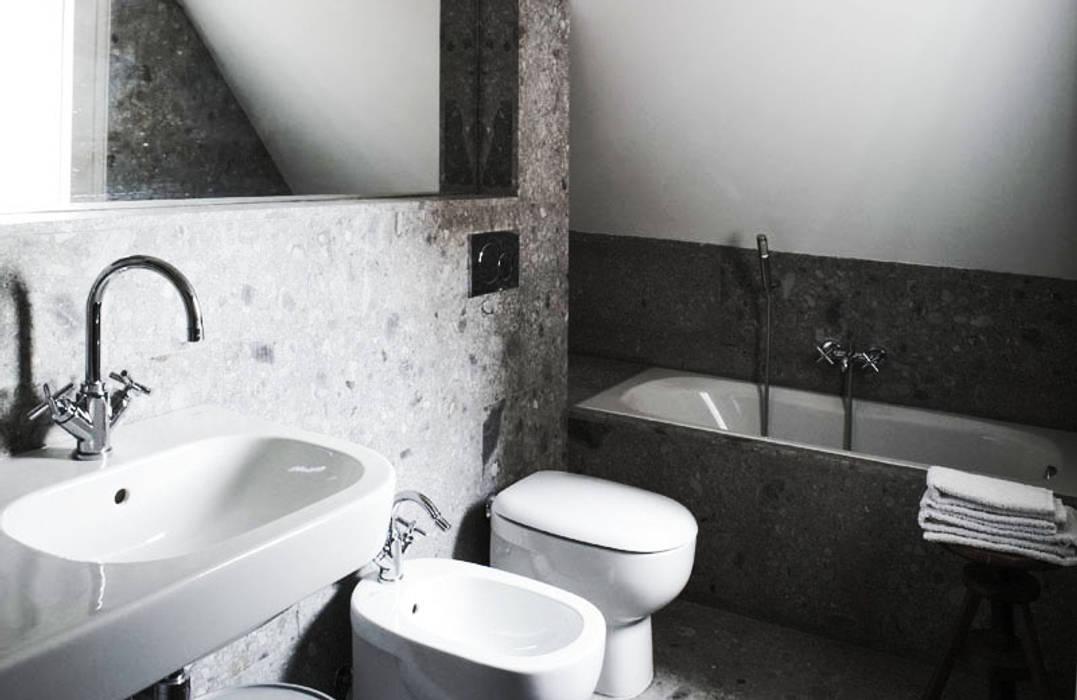 Bagno termale: Bagno in stile  di bottegaarchitettonica