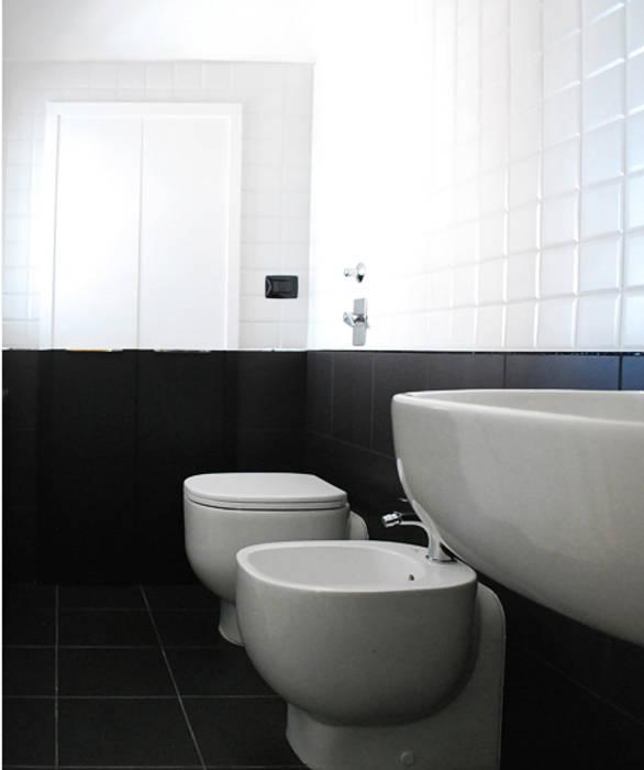 Bagno termale: Bagno in stile in stile Moderno di bottegaarchitettonica
