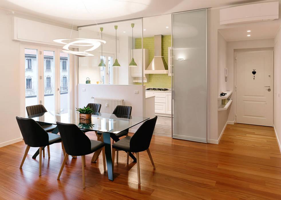 Sala da pranzo: Sala da pranzo in stile  di bottegaarchitettonica , Moderno Legno Effetto legno