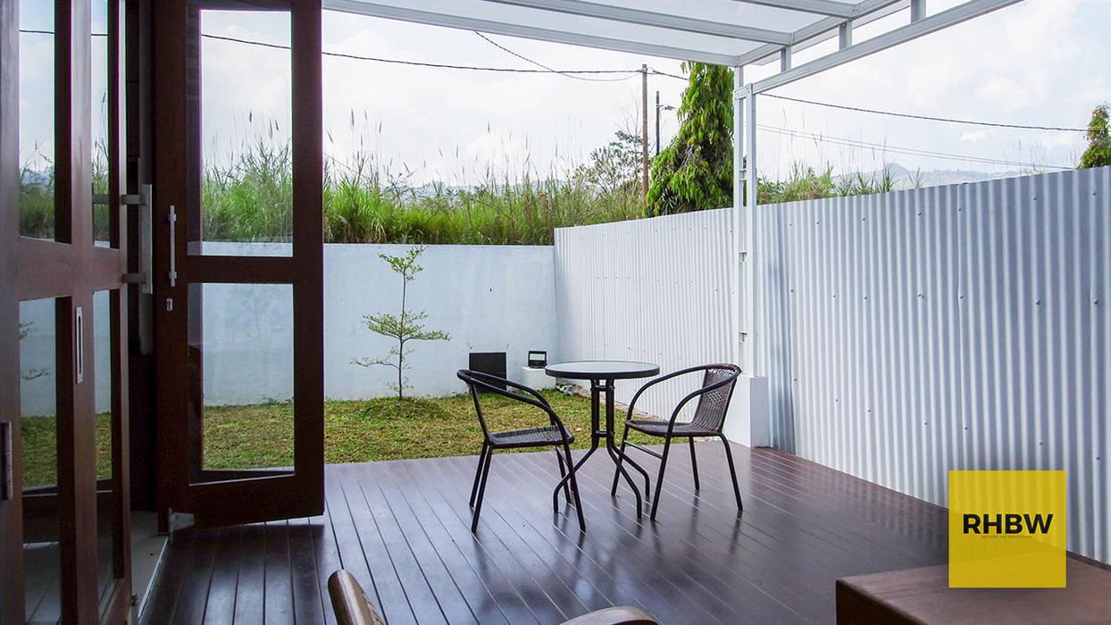 Balcones y terrazas de estilo moderno de RHBW Moderno