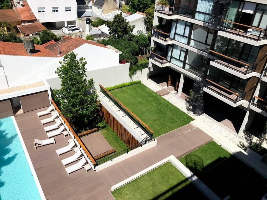 Los Jardines de Planta Baja vista desde la terraza: Jardines de estilo  por Vivero Antoniucci S.A.