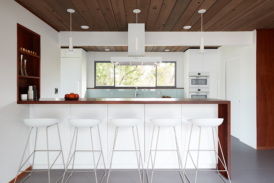 Burlingame Eichler Remodel Klopf Architecture:  Kitchen by Klopf Architecture