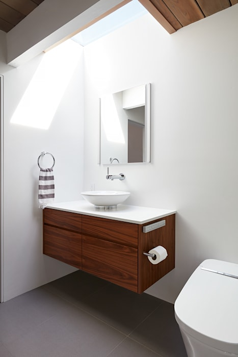 Burlingame Eichler Remodel Klopf Architecture:  Bathroom by Klopf Architecture