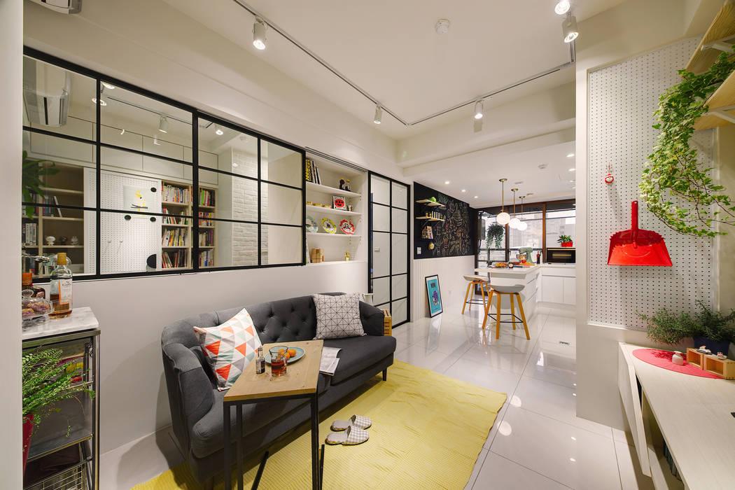 在設計上將空間一分為二:  客廳 by 一葉藍朵設計家飾所 A Lentil Design ,