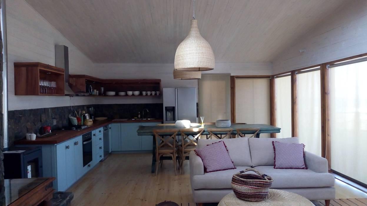 Vivienda Maria Salah: Cocinas equipadas de estilo  por Kimche Arquitectos , Moderno Piedra