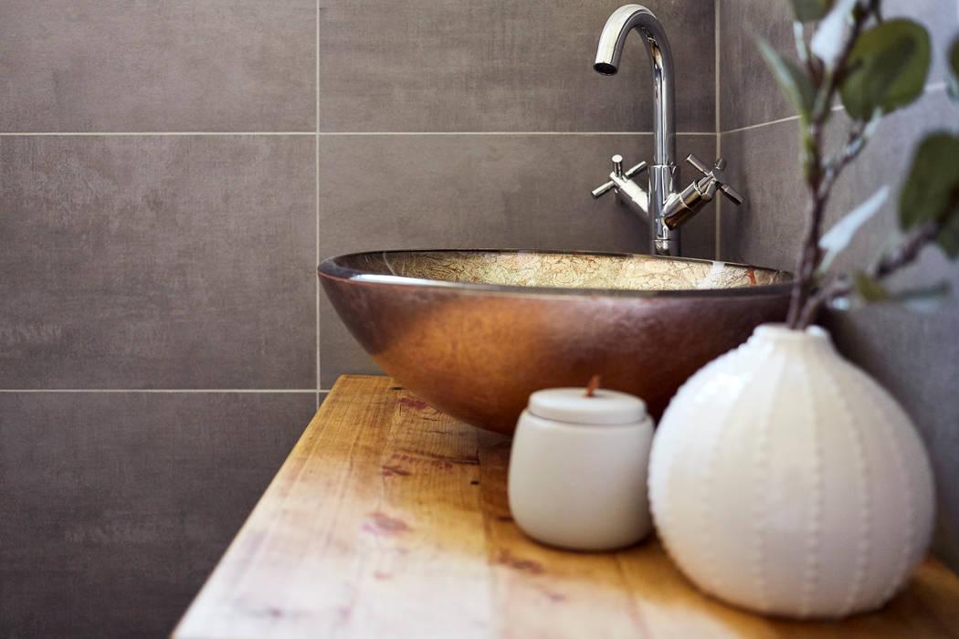 Gästebad im landhausstil moderne badezimmer von banovo gmbh ...