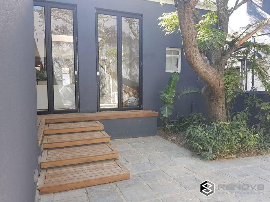 de Renov8 CONSTRUCTION Moderno